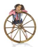 在轮子后的女牛仔 库存照片