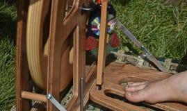 在轮子的松捻大麻制成的绳索 图库摄影