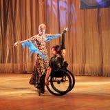 在轮椅的探戈 图库摄影