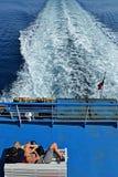 在轮渡甲板的夫妇 图库摄影