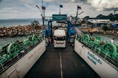 在轮渡的卡车装货 库存图片