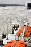 在轮渡的救生艇在冻波罗的海 免版税库存照片