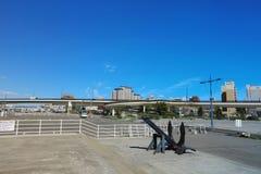 在轮渡纪念船博物馆Mashu maru附近的纪念碑在函馆 免版税图库摄影