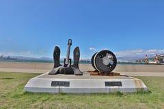 在轮渡纪念船附近的纪念碑在函馆,北海道,日本 免版税库存照片