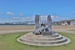 在轮渡纪念船附近的纪念碑在函馆,北海道,日本 免版税图库摄影