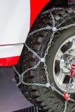 在轮胎的雪链子 免版税图库摄影