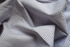 在软的折叠的浅灰色的方格的织品 免版税库存图片