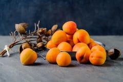 在软膜的金属的杏子被堆积 免版税库存图片