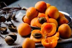 在软膜的金属的杏子被堆积 库存照片