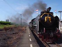 在轰隆苏驻地的一列特别蒸汽火车在曼谷 免版税库存照片