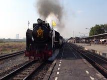 在轰隆苏驻地的一列特别蒸汽火车在曼谷 免版税库存图片