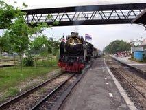 在轰隆苏驻地的一列特别蒸汽火车在曼谷 库存照片