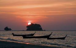 在轰隆陶海滩,普吉岛,泰国的日落 图库摄影