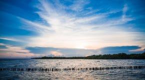 在轰隆Khun Thian海的日落 免版税库存图片