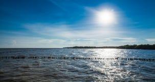 在轰隆Khun Thian海的日落 免版税库存照片