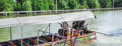在轰隆Khun Thian海的长尾巴小船 库存图片