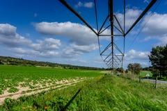 在轴上旋转在一个农业领域的供水系统,农业 库存照片