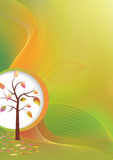 在轻晴朗的秋天结构树和叶子 免版税库存图片