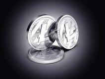 在轻轻地被点燃的黑暗的背景显示的三枚Litecoin物理概念硬币 库存例证