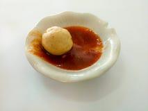 在辣味番茄酱的猪肉球 免版税库存照片