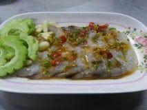 在辣鱼子酱的虾 库存照片