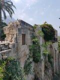 在边缘Bellapais修道院的老石房子,塞浦路斯 库存图片