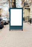 给在边路的空白的广告牌做广告在老城市 免版税图库摄影
