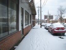 在边路雪的脚印 库存照片