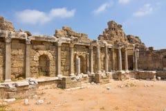 在边,土耳其的老废墟 库存图片