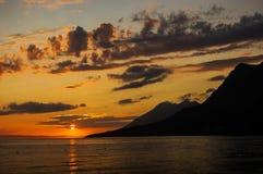 在达尔马提亚,克罗地亚的美丽如画和喜怒无常的日落 库存照片