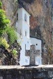 在达尼洛夫格勒附近的Ostrog修道院 免版税库存图片