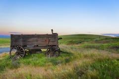 在达拉斯大农场的老无盖货车在哥伦比亚山脉国家公园 免版税库存图片