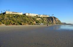在达讷论点,加利福尼亚吓唬俯视的盐小河海滩 图库摄影