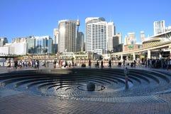 在达令港的螺旋喷泉 图库摄影