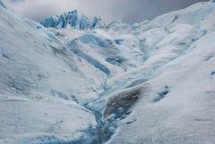 在迁徙佩里托莫雷诺冰川期间-阿根廷的冰河冰 免版税库存照片