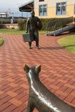 在迁移终端附近的Fremantle移居雕象 库存照片