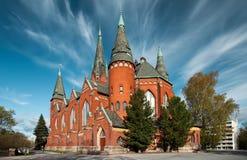 在迈克尔的教会上的异常的天空在图尔库,芬兰 免版税库存照片