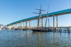 在迈尔斯堡海滩,佛罗里达,美国的天空桥梁 免版税库存图片