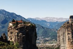 在迈泰奥拉山,希腊的修道院三位一体 免版税库存图片