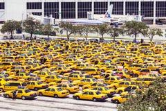 在迈阿密国际机场的计程汽车车站 免版税库存照片