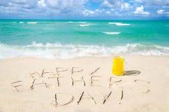 在迈阿密海滩的愉快的父亲` s天背景 库存图片