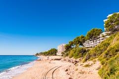 在迈阿密Platja,塔拉贡纳, Catalunya,西班牙铺沙海滩 复制文本的空间 库存图片
