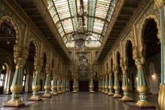 在迈索尔王宫里面,印度 免版税库存照片