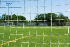 在运动场特写镜头的足球网 免版税库存图片