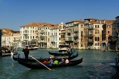 在运河全部威尼斯附近 库存图片