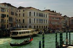 在运河全部威尼斯附近 图库摄影