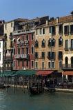 在运河全部威尼斯附近 免版税图库摄影