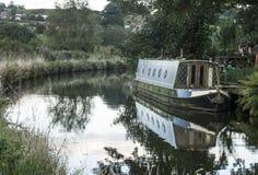 在运河的一艘驳船 库存图片