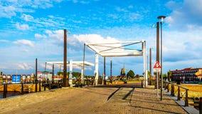 在运河的吊桥在哈尔德韦克在荷兰 免版税库存图片