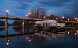 在运河的夜 库存照片